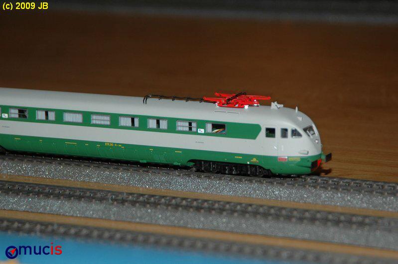 grau-grüner Triebwagen