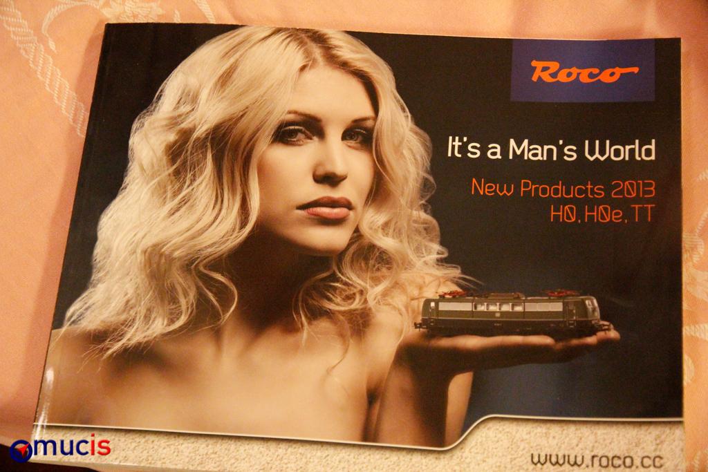 Hochglanzmagazin mit leicht bekleideter Dame: der neue Roco-Katalog